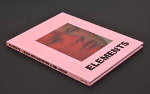 Copertina telata su libro Elements